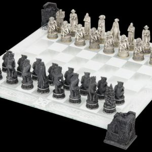 Nemesis Now Vampires & Werewolves Chess Set Shakkipeli